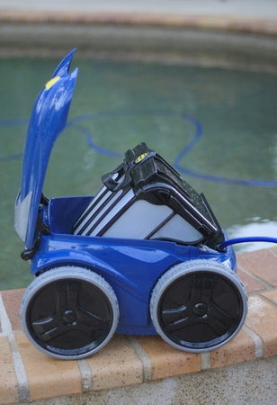 Robot Pool Cleaner With Exposed Filters
